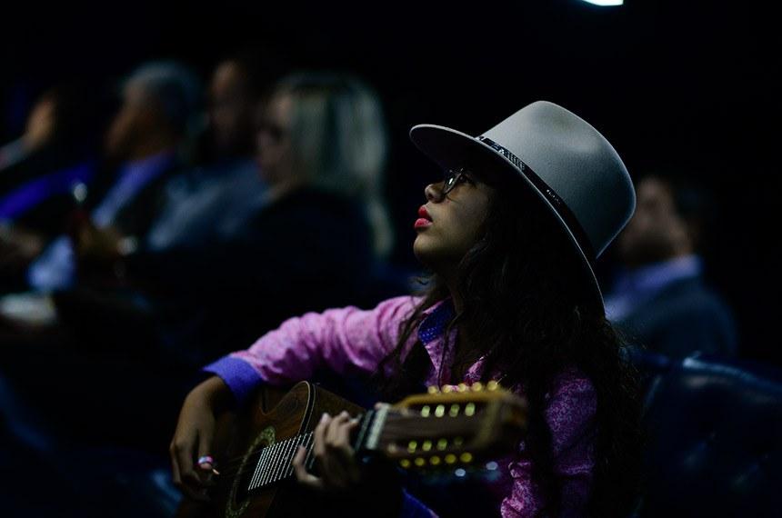 Plenário do Senado Federal durante sessão especial destinada a comemorar o Dia Nacional da Música e da Viola Caipira.   Convidados à bancada acompanham sessão especial.   Foto: Pedro França/Agência Senado