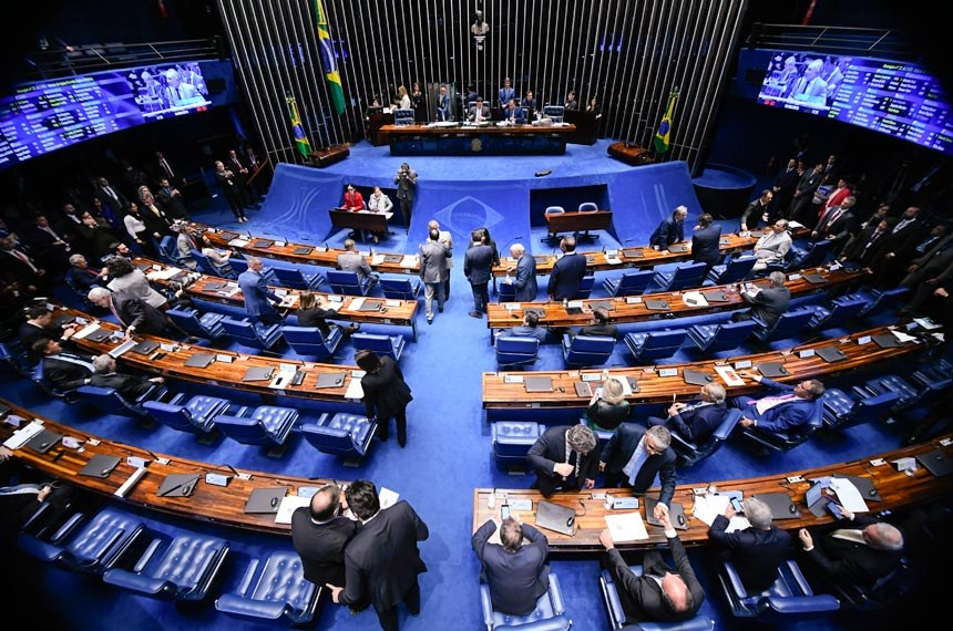 Plenário do Senado Federal durante sessão deliberativa ordinária. Ordem do dia.   À mesa, presidente do Senado Federal, senador Davi Alcolumbre (DEM-AP), conduz sessão.   Bancada:  senador Telmário Mota (Pros-RR) - em pronunciamento.  Foto: Marcos Oliveira/Agência Senado