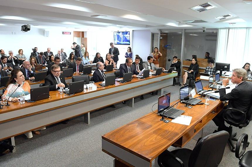Comissão de Educação, Cultura e Esporte (CE) realiza reunião deliberativa com 17 itens. Na pauta, o PL 2479/2019, que cria a Universidade Federal do Norte do Tocantins.   À mesa, presidente da CE, senador Dário Berger (MDB-SC) conduz reunião.  Bancada: senadora Kátia Abreu (PDT-TO); senador Flávio Arns (Rede-PR); prefeito de Araguaina (TO), Ronaldo Dimas; senador Eduardo Gomes (MDB-TO);   senador Carlos Viana (PSD-MG); senador Irajá (PSD-TO).  Foto: Pedro França/Agência Senado