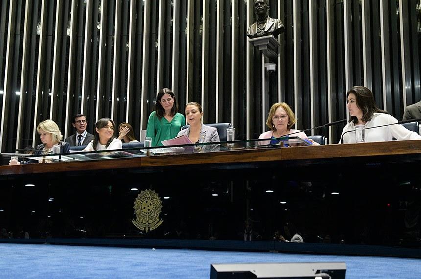 Plenário do Senado Federal durante sessão deliberativa ordinária.   Mesa (E/D):  senadora Selma Arruda (PSL-MT);  senadora Eliziane Gama (PPS-MA);  senadora Leila Barros (PSB-DF);  senadora Zenaide Maia (Pros-RN);  senadora Simone Tebet (MDB-MS).   Foto: Roque de Sá/Agência Senado