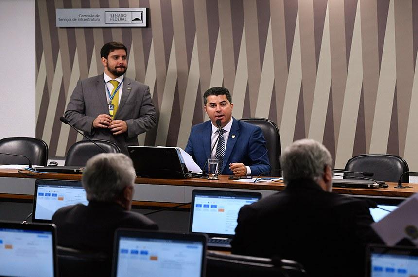 Comissão de Serviços de Infraestrutura (CI) realiza reunião deliberativa com 07 itens. Na pauta, o PLS 253/2016, que incentiva a instalação de energia elétrica renovável em prédios públicos.   À mesa, presidente da CI, senador Marcos Rogério (DEM-RO).  Foto: Edilson Rodrigues/Agência Senado