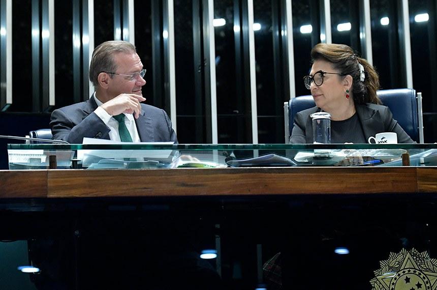 Plenário do Senado Federal durante sessão não deliberativa extraordinária.   Mesa:  senador Wellington Fagundes (PR-MT);  senadora Kátia Abreu (PDT-TO).  Foto: Geraldo Magela/Agência Senado