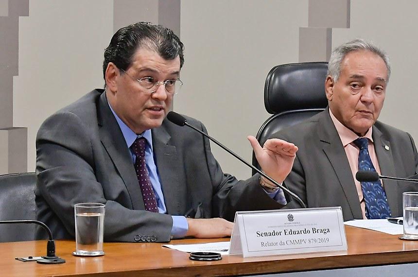 Comissão Mista da Medida Provisória (CMMPV) n° 879 de 2019, que autoriza ressarcimento à Eletrobrás por gastos com combustíveis, realiza audiência pública com participação de representantes da Companhia Energética de Roraima, da Amazonas Energia e do Coletivo Nacional dos Eletricitários.  Mesa:  relator da CMMPV 879/2019, senador Eduardo Braga (MDB-AM), em pronunciamento; presidente da CMMPV 879/2019, deputado Edio Lopes (PL-RR); diretor Técnico da Companhia Energética de Roraima, Jonas Eduardo Coletto Trachynski; representante do Coletivo Nacional dos Eletricitários, Fabíola Latino Antezana; diretor-Presidente da Amazonas Energia, Tarcísio Estefano Rosa;  Foto: Waldemir Barreto/Agência Senado