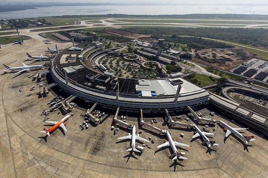 Aeroporto do Galeão, no Rio de Janeiro: comissão vai analisar a situação atual do transporte aéreo nacional e impactos da cobrança por despacho de bagagem e aumento dos preços após o fim dos voos da Avianca