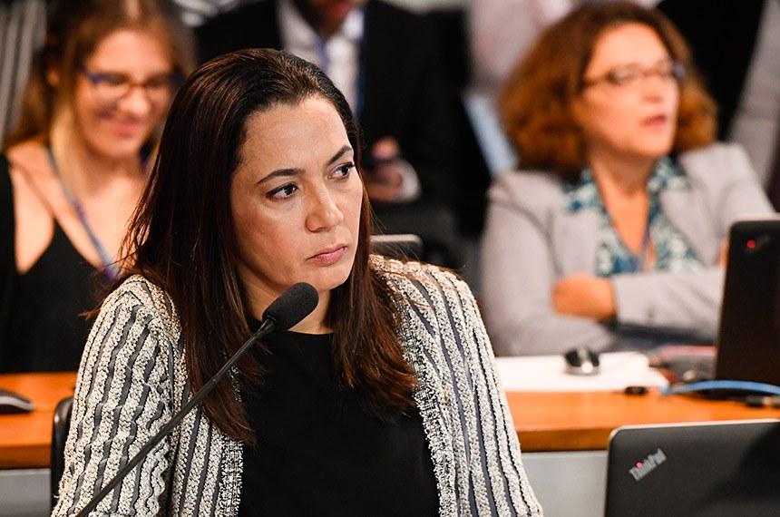 Comissão de Assuntos Sociais (CAS) realiza reunião com 17 itens. Entre eles, o PL 682/2019, que concede benefícios fiscais por dependentes com doenças raras.  À bancada, senadora Mailza Gomes (PP-AC) em pronunciamento.  Foto: Marcos Oliveira/Agência Senado