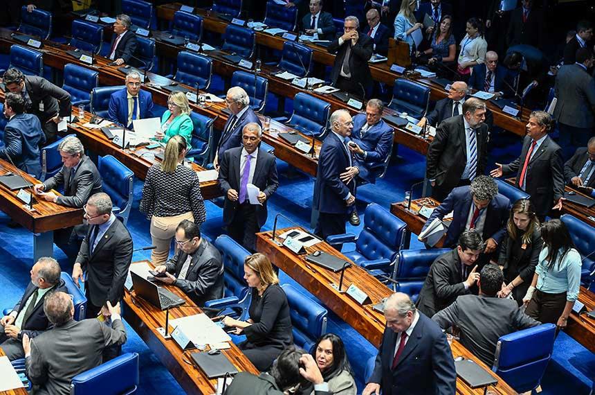 Plenário do Senado Federal durante sessão deliberativa ordinária. Ordem do dia.  Participam: senador Renan Calheiros (MDB-AL);  senador Telmário Mota (Pros-RR);  senador Fabiano Contarato (Rede-ES); senador Dário Berger (MDB-SC);  senadora Leila Barros (PSB-DF);  senadora Rose de Freitas (Podemos-ES); senador Jorge Kajuru (PSB-GO);  senador Eduardo Girão (Podemos-CE);  senador Romário (Podemos-RJ);  senador Jayme Campos (DEM-MT);  senadora Juíza Selma (PSL-MT);  senador Arolde de Oliveira (PSD-RJ);  senador Randolfe Rodrigues (Rede-AP).  Foto: Moreira Mariz/Agência Senado