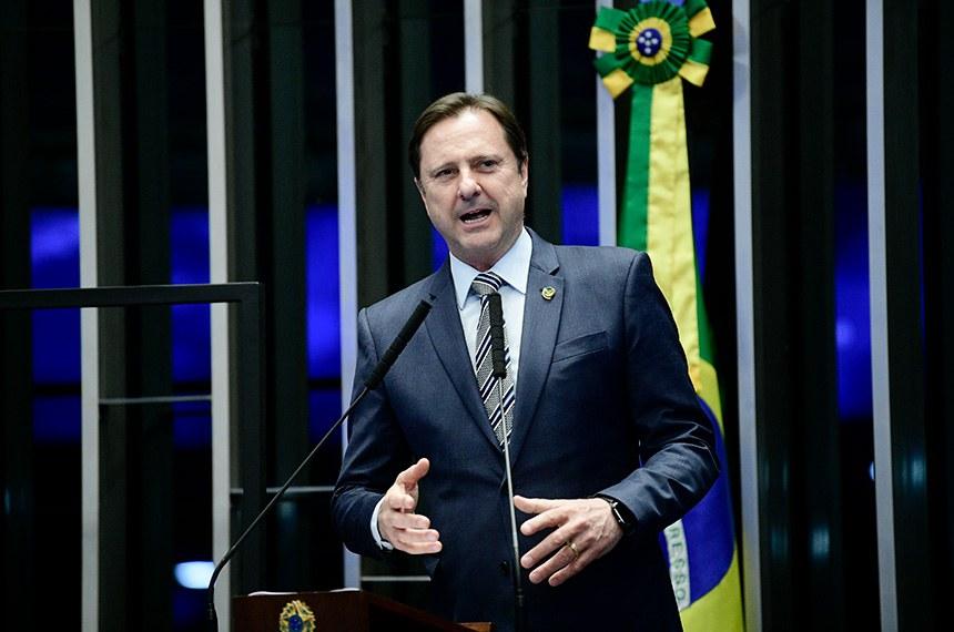 Plenário do Senado Federal durante sessão não deliberativa.   Em discurso, à tribuna, senador Acir Gurgacz (PDT-RO).  Foto: Pedro França/Agência Senado
