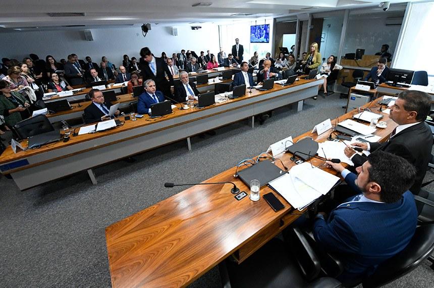 Comissão de Relações Exteriores e Defesa Nacional (CRE) realiza reunião deliberativa com 08 itens. Entre eles, o PDL 57/2019, que trata de acordo previdenciário entre Brasil e Suíça.   Mesa:  presidente da CRE, senador Nelsinho Trad (PSD-MS);  vice-presidente da CRE, senador Marcos do Val (Cidadania-ES);   Bancada:  senador Zequinha Marinho (PSC-PA);  senador Izalci (PSDB-DF);  senador Jaques Wagner (PT-BA);  senador Flávio Bolsonaro (PSL-RJ);  senador Esperidião Amin (PP-SC).  Foto: Edilson Rodrigues/Agência Senado