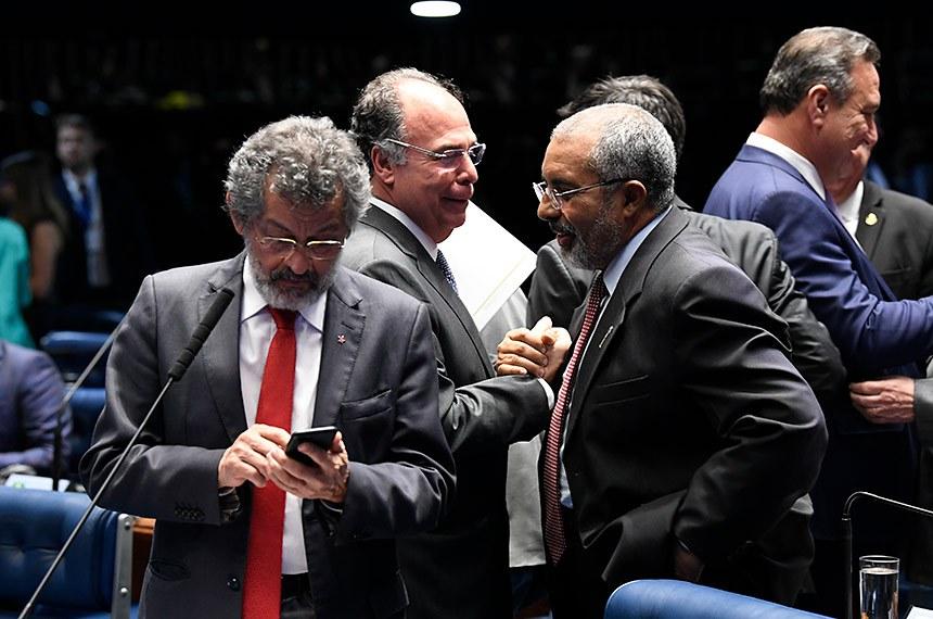 Plenário do Senado Federal durante sessão deliberativa ordinária. Ordem do dia.  Participam: senador Paulo Rocha (PT-PA);  senador Fernando Bezerra Coelho (MDB-PE); senador Paulo Paim (PT-RS).  Foto: Jefferson Rudy/Agência Senado