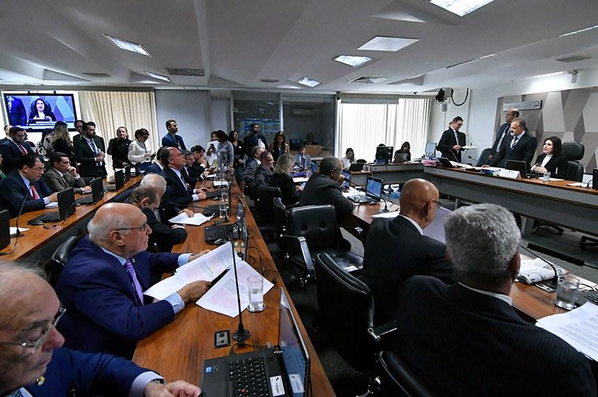 Comissão de Constituição, Justiça e Cidadania (CCJ) realiza reunião com 31 itens. Entre eles, a PEC 8/2018, que trata da federalização da segurança bancária.  À mesa, presidente da CCJ, senadora Simone Tebet (MDB-MS).  Bancada: senador Major Olimpio (PSL-SP); senador Esperidião Amin (PP-SC);  senador Weverton (PDT-MA); senador Paulo Paim (PT-RS);  senadora Juíza Selma (PSL-MT);  senador Fabiano Contarato (Rede-ES);  senador Tasso Jereissati (PSDB-CE); senador Roberto Rocha (PSDB-MA); senador Arolde de Oliveira (PSD-RJ);  senador Lasier Martins (Podemos-RS);  senador Marcelo Castro (MDB-PI); senador Oriovisto Guimarães (Podemos-PR);  senador Fernando Bezerra Coelho (MDB-PE); senador Randolfe Rodrigues (Rede-AP);  senador Alessandro Vieira (Cidadania-SE); senador Rogério Carvalho Santos (PT-SE); senador Rodrigo Pacheco (DEM-MG).  Foto: Geraldo Magela/Agência Senado