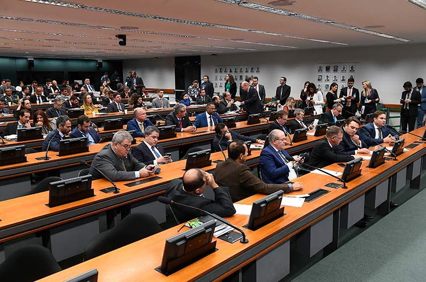 Comissão Mista de Planos, Orçamentos Públicos e Fiscalização (CMO) realiza reunião do colegiado de líderes para tratar de matérias da pauta; requerimentos.  Em pronunciamento, deputado Cacá Leão (PP-BA) à bancada.    Foto: Marcos Oliveira/Agência Senado