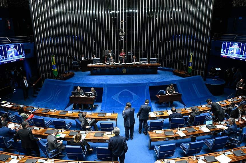 Plenário do Senado Federal durante sessão deliberativa ordinária. Ordem do dia.  Mesa: senador Chico Rodrigues (DEM-RR);  presidente do Senado, senador Davi Alcolumbre (DEM-AP); secretário-geral da Mesa, Luiz Fernando Bandeira de Mello Filho.  Foto: Roque de Sá/Agência Senado