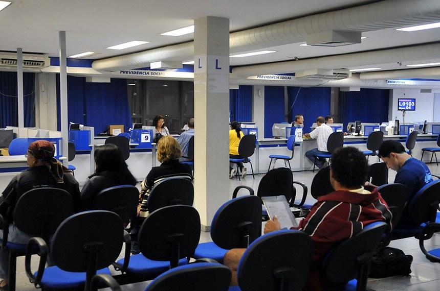 Segurados do INSS procuram postos de atendimento para fazer perícias médicas.