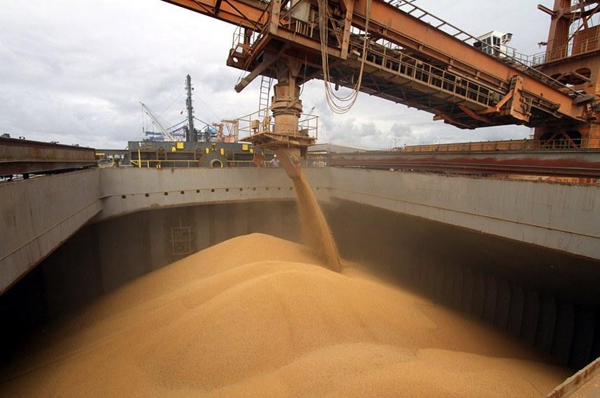 BIE - 28/02/2011 - Está atracado no Porto de Paranaguá um navio que levará 20 mil toneladas de soja proveniente do Paraguai para o Porto de Israel.  Foto: Fabio Scremin/APPA