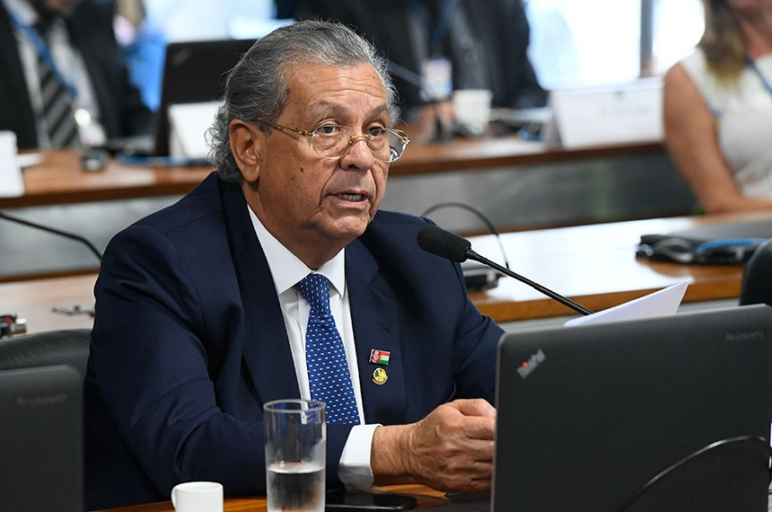 Comissão de Serviços de Infraestrutura (CI) realiza reunião deliberativa com 9 itens.  Em pronunciamento, à bancada, senador Jayme Campos (DEM-MT).  Foto: Marcos Oliveira/Agência Senado
