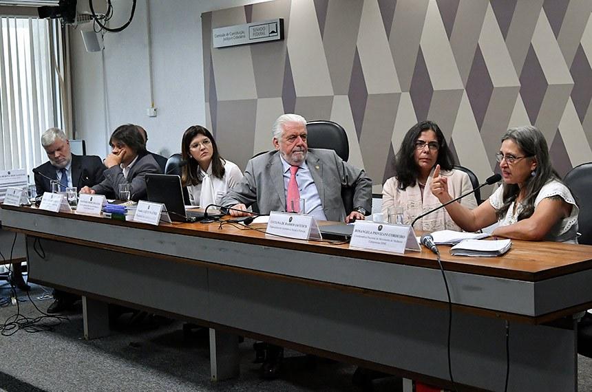 Senador Jaques Wagner preside o debate na CCJ que avalia mudanças promovidas pela reforma da Previdência em pontos como o Benefício de Prestação Continuada