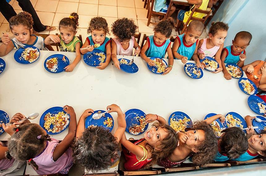 Merenda Escolar, Alimentação Escolar, creches comunitárias, Brasília, DF.