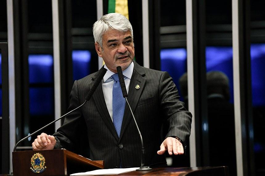 Plenário do Senado Federal durante sessão não deliberativa.   Em discurso, à tribuna, senador Humberto Costa (PT-PE).  Foto: Jefferson Rudy/Agência Senado