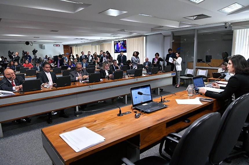 Outro item na pauta da CCJ é projeto que garante aos clientes das seguradoras de veículos o direito de livre escolha da oficina em caso de sinistros. A presidente da comissão é a senadora Simone Tebet