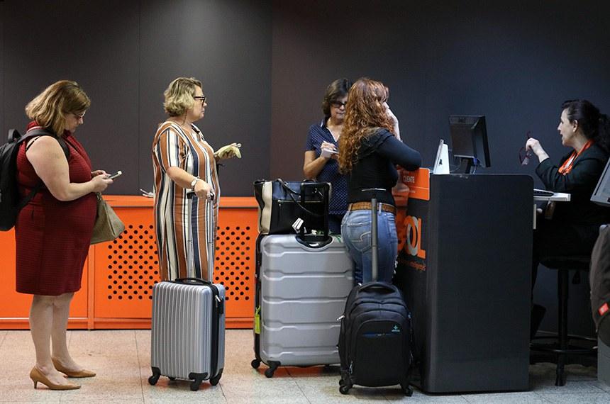 13.05.2019 Mudanças nas regras para despachar bagagens já valem em Congonhas Nova regra relativa ao tamanho da bagagem de mão, que não pode exceder 55 centímetros de altura, 35 de largura e 25 de profundidade, já está em vigor no Aeroporto de Congonhas, em São Paulo.