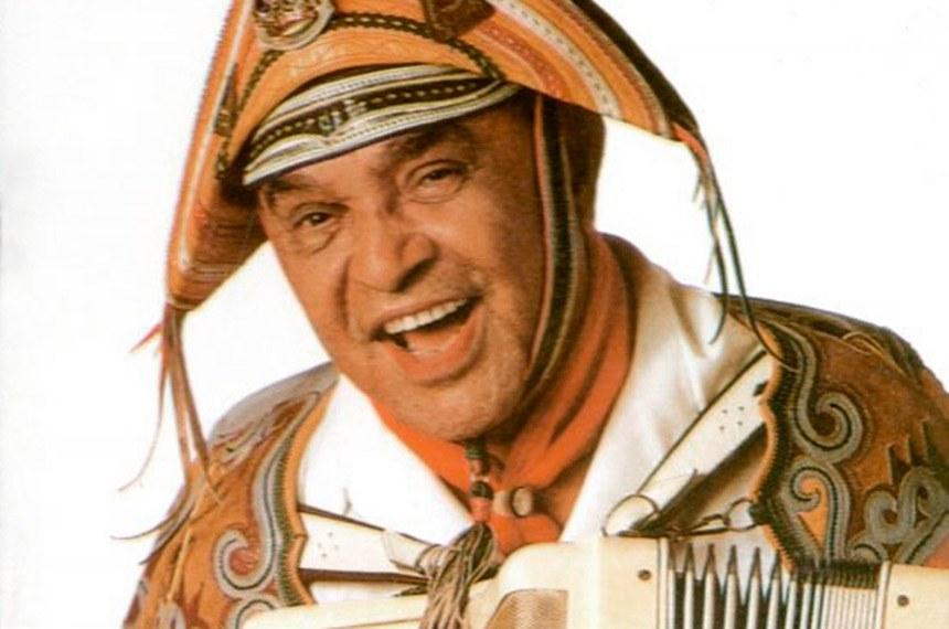 Autor de mais de 600 músicas, o Rei do Baião foi responsável por popularizar o xote, o forró e o baião, partes da cultura nordestina, por todas as regiões do Brasil