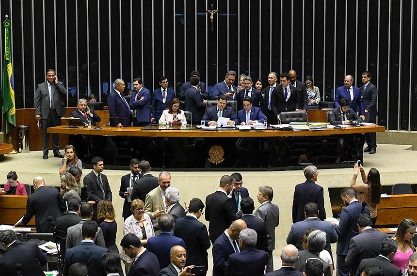 Plenário da Câmara dos Deputados durante sessão conjunta do Congresso Nacional destinada à deliberação de 14 vetos (15 a 28/2019); do PLN 5/2019 (LDO 2020) e PLN 18/2019 (Crédito suplementar); do PRN 3/2019 (mudança na tramitação de MPs); e dos PLNS 6, 7 e 8/2019.   À mesa, presidente do Senado Federal, senador Davi Alcolumbre (DEM-AP), conduz sessão.  Foto: Roque de Sá/Agência Senado