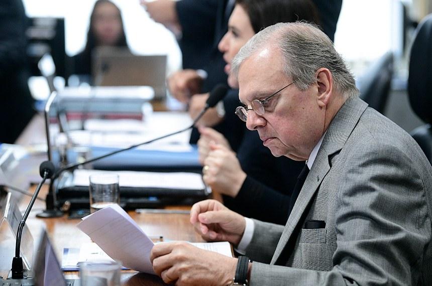 Comissão de Constituição, Justiça e Cidadania (CCJ) realiza reunião deliberativa com 17 itens. Entre eles, a PEC 98/2019, que permite a divisão dos recursos arrecadados pela União nos de leilões do pré-sal com estados e municípios.   Em foco: relator da PEC 6/2019, senador Tasso Jereissati (PSDB-CE).  Foto: Pedro França/Agência Senado