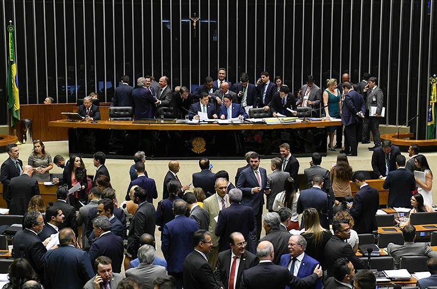 Plenário da Câmara dos Deputados durante sessão conjunta do Congresso Nacional destinada à deliberação de 14 vetos (15 a 28/2019); do PLN 5/2019 (LDO 2020) e PLN 18/2019 (Crédito suplementar); do PRN 3/2019 (mudança na tramitação de MPs); e dos PLNS 6, 7 e 8/2019.   Mesa: presidente do Senado Federal, senador Davi Alcolumbre (DEM-AP); senador Jayme Campos (DEM-MT); secretário-gera da Mesa do Senado Federal, Luiz Fernando Bandeira de Mello Filho; deputada Joice Hasselmann (PSL-SP).  Foto: Roque de Sá/Agência Senado