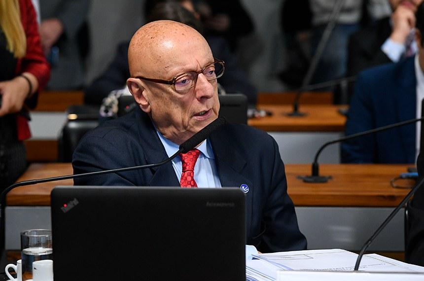 Comissão de Relações Exteriores e Defesa Nacional (CRE) realiza reunião deliberativa com 12 itens.  À bancada, em pronunciamento, senador Esperidião Amin (PP-SC).  Foto: Marcos Oliveira/Agência Senado