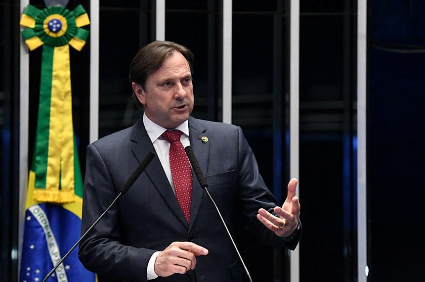 Plenário do Senado Federal durante sessão não deliberativa.   À tribuna, em discurso, senador Acir Gurgacz (PDT-RO).  Foto: Edilson Rodrigues/Agência Senado