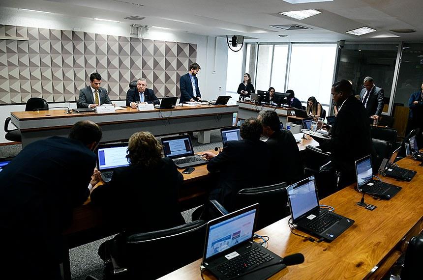 Na reunião desta terça (3), foi concedida vista coletiva ao relatório