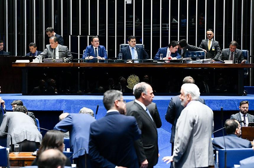 Plenário do Senado Federal durante sessão deliberativa ordinária. Ordem do dia.  Mesa:  senador Esperidião Amin (PP-SC);  senador Roberto Rocha (PSDB-MA);   presidente do Senado Federal, senador Davi Alcolumbre (DEM-AP);  secretário-geral da Mesa, Luiz Fernando Bandeira de Mello Filho; senador Antonio Anastasia (PSDB-MG); senador Marcio Bittar (MDB-AC).  Foto: Moreira Mariz/Agência Senado