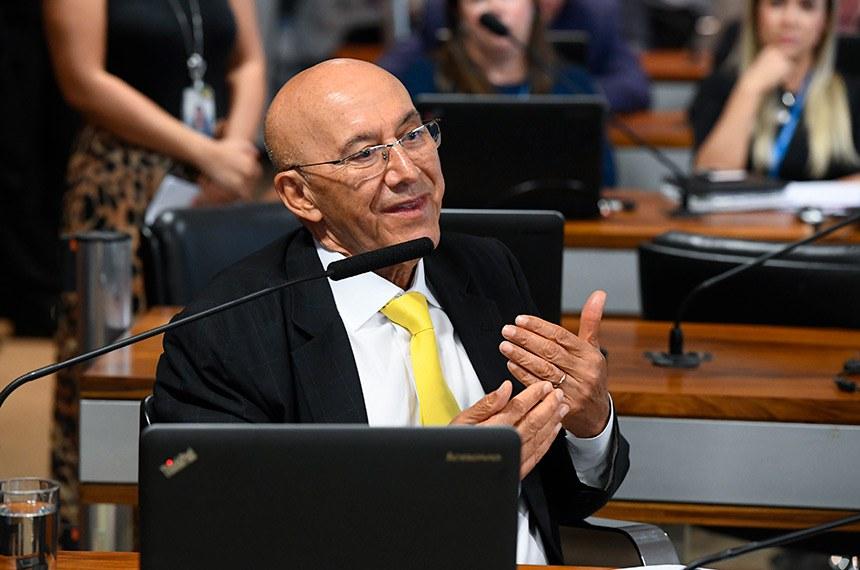 Comissão de Assuntos Econômicos (CAE) realiza reunião com 14 itens. Entre eles, o PLS 239/2018, que prevê que os prazos previstos na lei de recuperação judicial e falências seja contado em dias úteis.  Em pronunciamento, senador Confúcio Moura (MDB-RO).  Foto: Marcos Oliveira/Agência Senado
