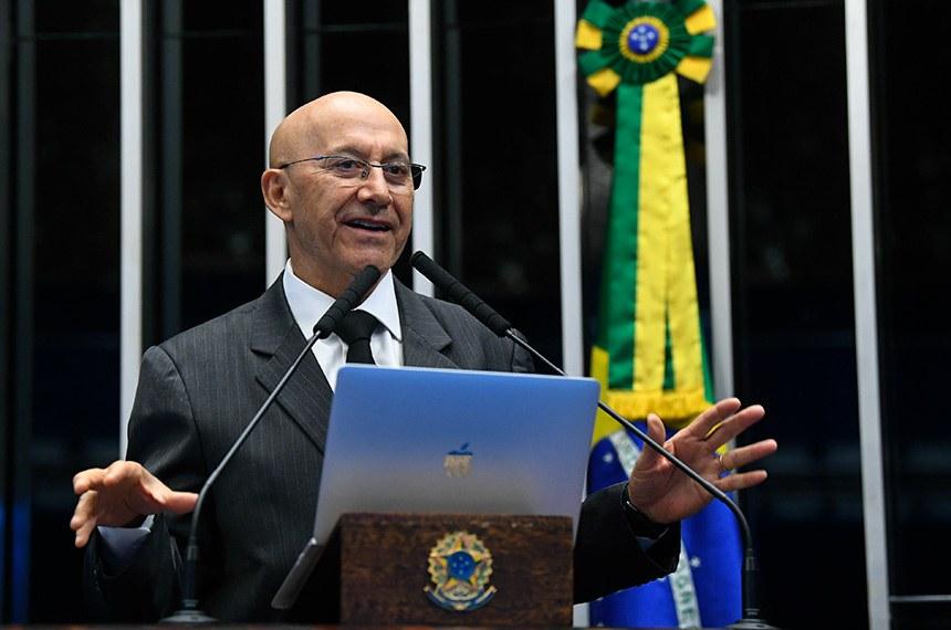 Plenário do Senado Federal durante sessão não deliberativa.   À tribuna, em discurso, senador Confúcio Moura (MDB-RO).  Foto: Jane de Araújo/Agência Senado