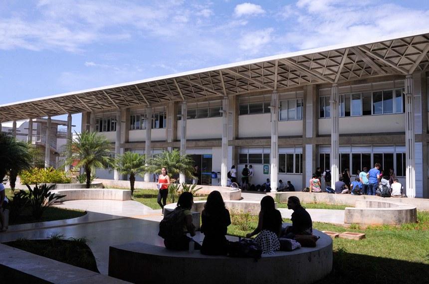 BIE - Banco de imagens externas - A Universidade de Brasília (UnB) é uma universidade federal pública brasileira, com sede na cidade de Brasília, no Distrito Federal. A instituição possui 4 campi, sendo estes nas cidades de Brasília, Planaltina, Gama, Ceilândia e Paranoá. Foi inaugurada em 21 de abril de 1962.