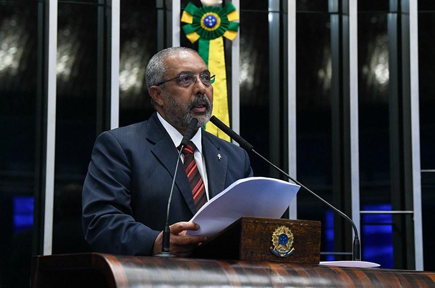 Plenário do Senado Federal durante sessão não deliberativa.   Em dsiurso, à tribuna, senador Paulo Paim (PT-RS).  Foto: Jane de Araújo/Agência Senado