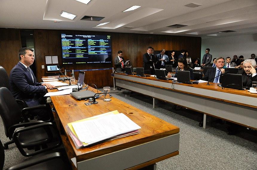 Comissão de Serviços de Infraestrutura (CI) realiza reunião com 4 itens. Entre eles, o PLS 466/2011, que prioriza o atendimento às pessoas com deficiência no embarque de transportes coletivos.  Mesa: presidente da CI, senador Marcos Rogério (DEM-RO).  Bancada: senador Dário Berger (MDB-SC);  senador Elmano Férrer (Pode-PI);  senadora Kátia Abreu (PDT-TO).  Foto: Jane de Araújo/Agência Senado