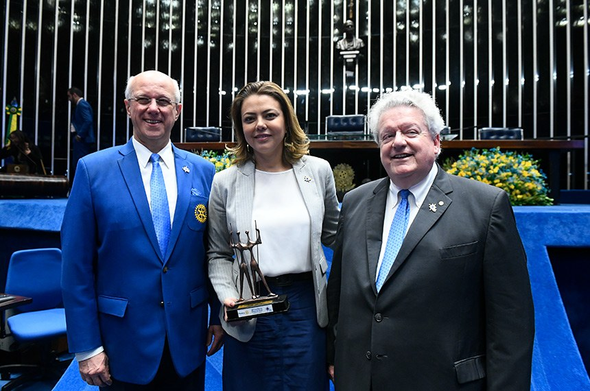 Plenário do Senado Federal durante sessão especial destinada a homenagear o Rotary International.  (E/D): diretor do Rotary International, Mário Cesar Martins de Camargo; presidente do Rotary International, Mark Daniel Maloney; presidente e requerente desta sessão de homenagem, senadora Leila Barros (PSB-DF).  Foto: Marcos Oliveira/Agência Senado