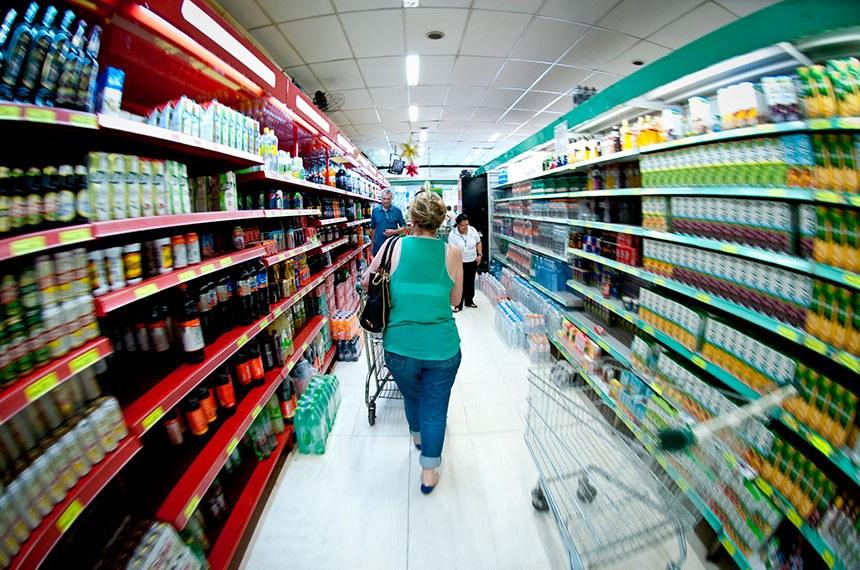 O setor de supermercados deve crescer 1,9%, em 2014, de acordo com a previsão da Associação Brasileira de Supermercados (Abras), divulgada, na convenção do setor em Atibaia, interior paulista.