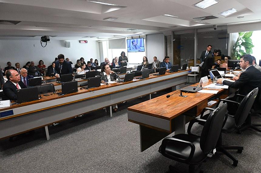 Comissão de Serviços de Infraestrutura (CI) realiza audiência pública interativa com o diretor-geral da Agência Nacional de Transportes Aquaviários (Antaq), para prestar contas sobre o exercício das atribuições da direção, desempenho da agência, bem como apresentar avaliação das políticas públicas no âmbito de suas competências.  Mesa: diretor-geral da Agência Nacional de Transportes Aquaviários (Antaq), Mário Povia; presidente da CI, senador Marcos Rogério (DEM-RO).  Bancada: senador Fernando Bezerra Coelho (MDB-PE);  senador Carlos Viana (PSD-MG);  senadora Kátia Abreu (PDT-TO).  Foto: Marcos Oliveira/Agência Senado