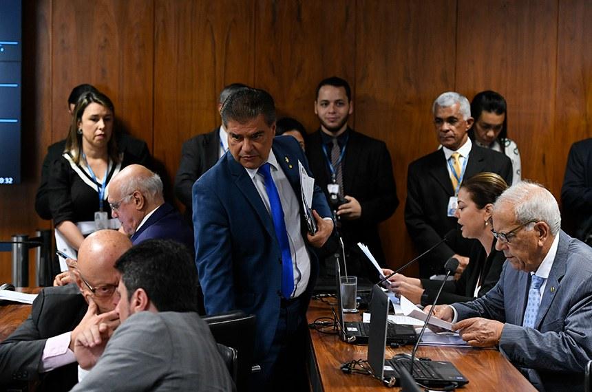 Comissão de Constituição, Justiça e Cidadania (CCJ) realiza reunião com 22 itens. Entre eles, a PEC 8/2018, que trata da federalização da segurança bancária.  Bancada: senador Nelsinho Trad (PSD-MS); senador Lasier Martins (Podemos-RS);  senador Esperidião Amin (PP-SC);  senador Marcos do Val (Podemos-ES);  senadora Leila Barros (PSB-DF);  senador Oriovisto Guimarães (Podemos-PR).  Foto: Edilson Rodrigues/Agência Senado