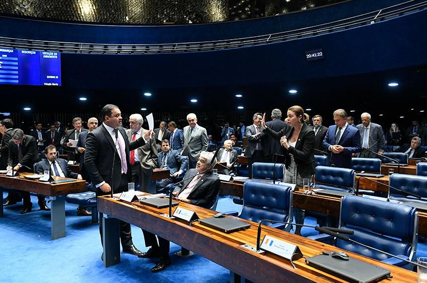 Plenário do Senado Federal durante sessão deliberativa ordinária.   À bancada, em pronunciamento, senador Weverton (PDT-MA).   Participa:  senadora Leila Barros (PSB-DF).  Foto: Roque de Sá/Agência Senado