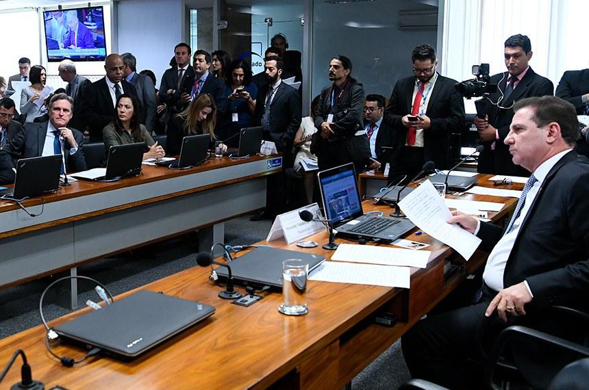 Comissão de Ciência, Tecnologia, Inovação, Comunicação e Informática (CCT) realiza reunião com 6 itens. Entre eles, o PL 3.832/2019, que permite propriedade cruzada em telecomunicações.  À mesa, presidente da CCT, senador Vanderlan Cardoso (PP-GO).  Foto: Geraldo Magela/Agência Senado