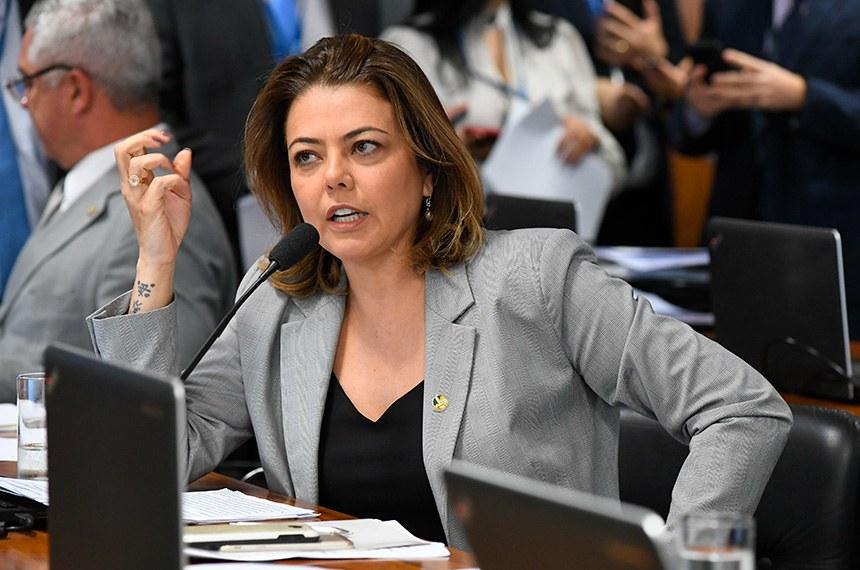 Comissão de Assuntos Econômicos (CAE) realiza reunião deliberativa com 21 itens. Na pauta, o PLC 113/2015-Complementar, que cria a Sociedade de Garantia Solidária.   Em pronunciamento, senadora Leila Barros (PSB-DF).  Foto: Jane de Araújo/Agência Senado