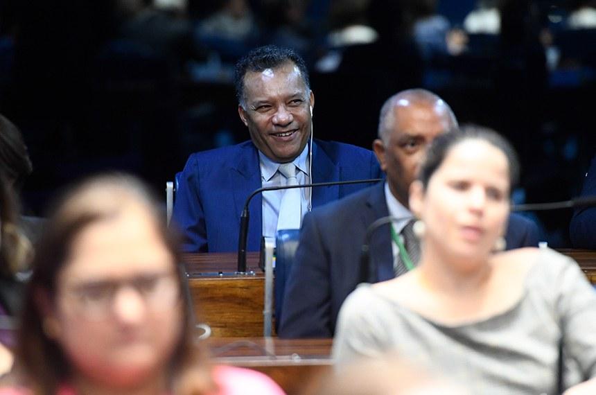 Plenário do Senado Federal durante sessão especial destinada a comemorar os 50 anos do Jornal Nacional.  À bancada, jornalista Heraldo Pereira .  Foto: Marcos Oliveira/Agência Senado