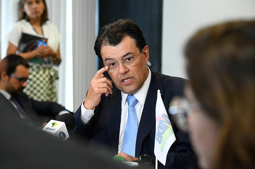 Eduardo Braga falou sobre o relatório nesta segunda-feira, na liderança do MDB