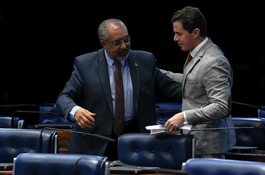 Plenário do Senado Federal durante sessão deliberativa ordinária.   Bancada:  senador Paulo Paim (PT-RS);  senador Veneziano Vital do Rêgo (PSB-PB).  Foto: Jefferson Rudy/Agência Senado