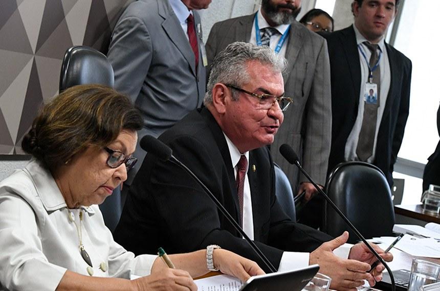 Relatora, Lídice da Mata, e presidente, Angelo Coronel, apresentam plano de trabalho à CPI mista