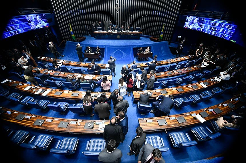 Plenário do Senado Federal durante sessão deliberativa ordinária. Ordem do dia.   À mesa, presidente do Senado Federal, senador Davi Alcolumbre (DEM-AP), conduz sessão.   Bancada:  senador Jorge Kajuru (Patriota-GO) - em pronunciamento.  Foto: Marcos Oliveira/Agência Senado