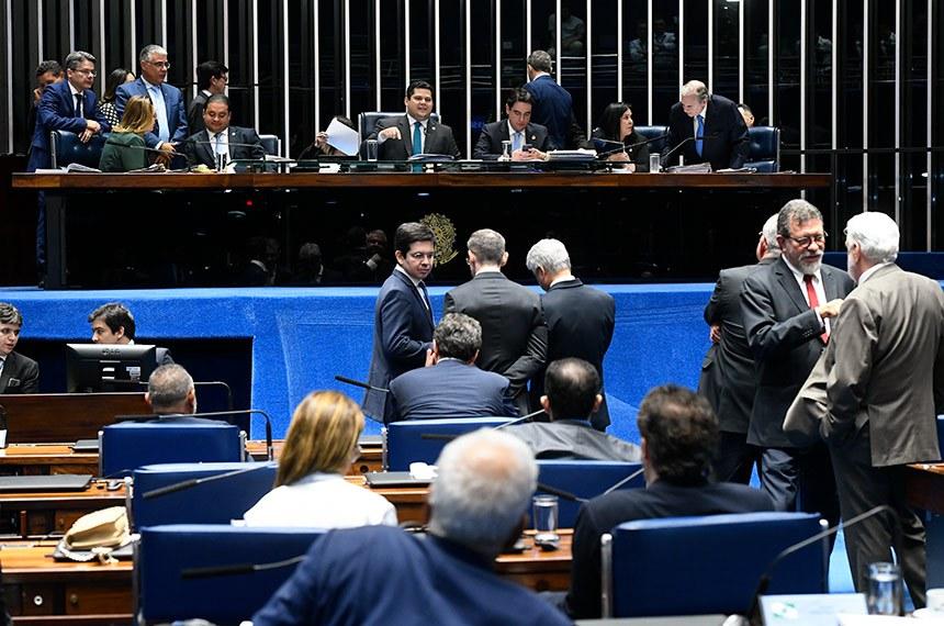 Plenário do Senado Federal durante sessão deliberativa ordinária. Ordem do dia.  Mesa: senador Alessandro Vieira (Cidadania-SE); senador Weverton (PDT-MA);  senador Randolfe Rodrigues (Rede-AP);  presidente do Senado, senador Davi Alcolumbre (DEM-AP); senador Eduardo Girão (Podemos-CE); senadora Rose de Freitas (Podemos-ES);  senador Tasso Jereissati (PSDB-CE).   Foto: Marcos Oliveira/Agência Senado